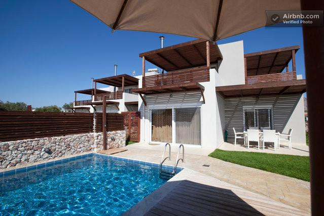 Ossiano Pool Villas ( private) 2 min to Haraki bay and 10 min to Lindos, holiday rental in Charaki