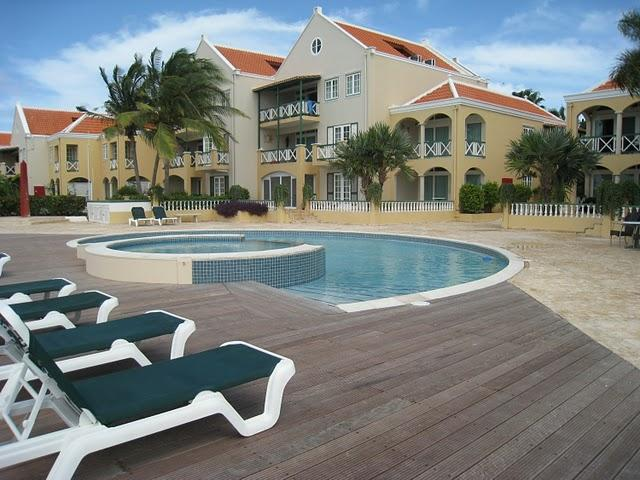The view to the  pool and Port Bonaire apartments