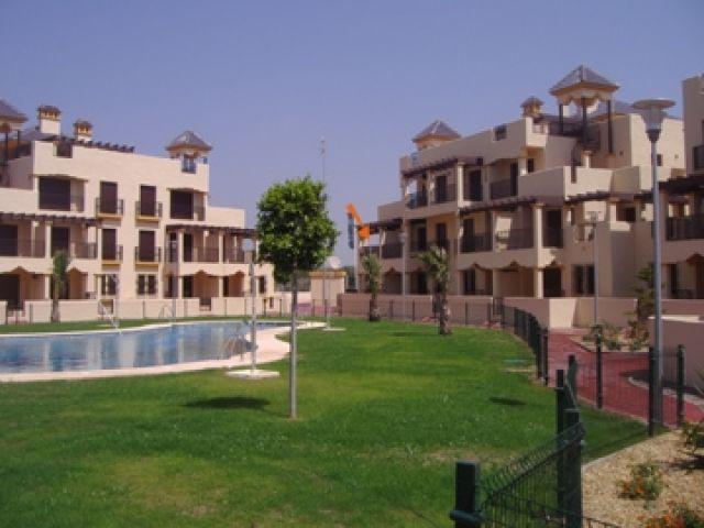 La freccia arancione indica la terrazza principale dell'appartamento