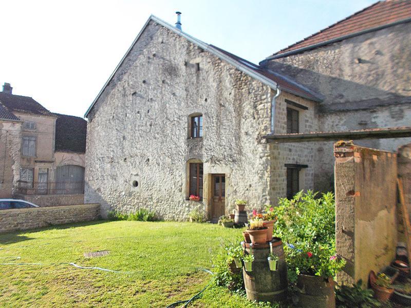 Nice authentic rental in rural France, location de vacances à La Roche-Morey