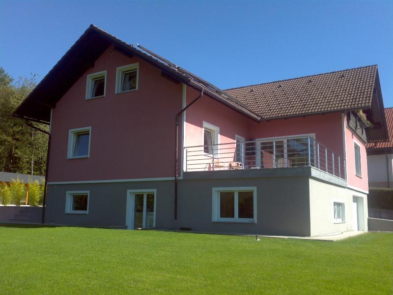 Hilltops Apartments both, casa vacanza a Vrhnika