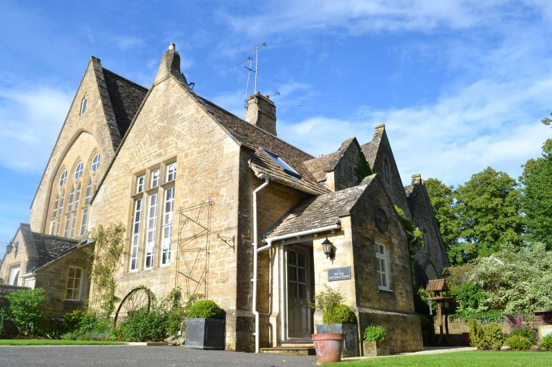 The Old School House, holiday rental in Ascott-under-Wychwood