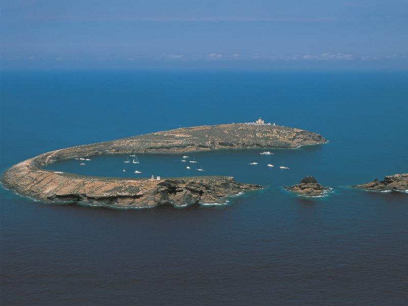 Islas Columbretes, Reserva Natural, accesible por barco para visitar, bucear o hacer snorkel.
