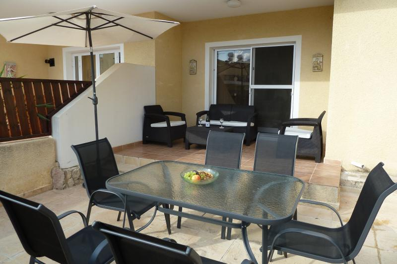 Spacious Terrace & Garden Furniture