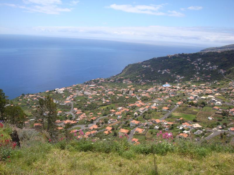 Above Arco da Calheta: a vigorous 30' walk from the house via the 'Zigzag' trail