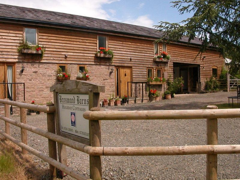 Broxwood Barn Holiday Cottages - courtyard and safe off road parking