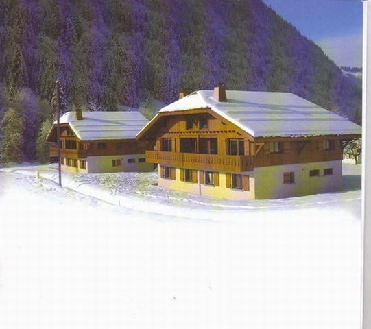 Habitaciones en un chalet mitad en primer plano