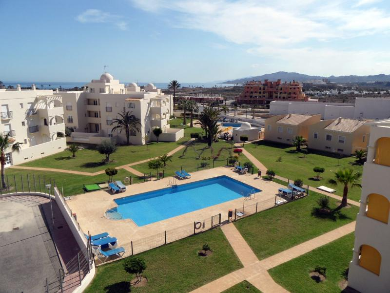 Luxury Apartment 31C Las Mimosas, Beach 10 minutes walk. WIFI, AIRCO. UK TV, holiday rental in San Juan de los Terreros