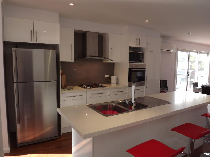 Fully equiped modern kitchen area inc. dishwasher.