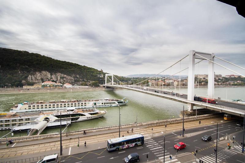 day view - Elizabeth bridge
