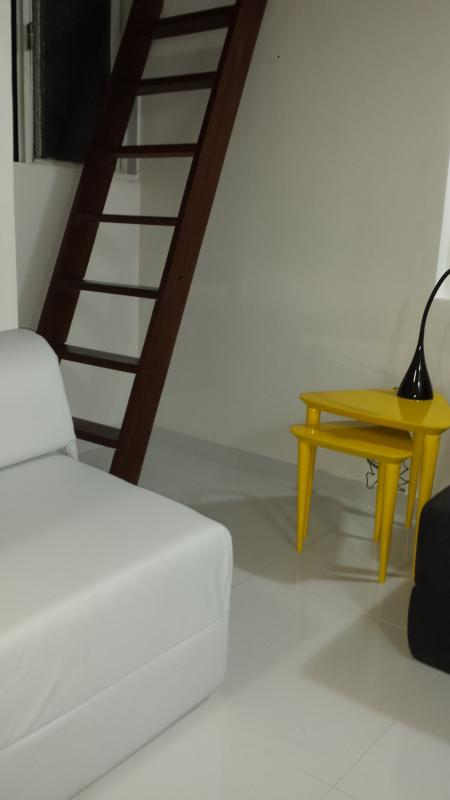 Living room acess to mezzanine - Sala e acesso ao mezanino