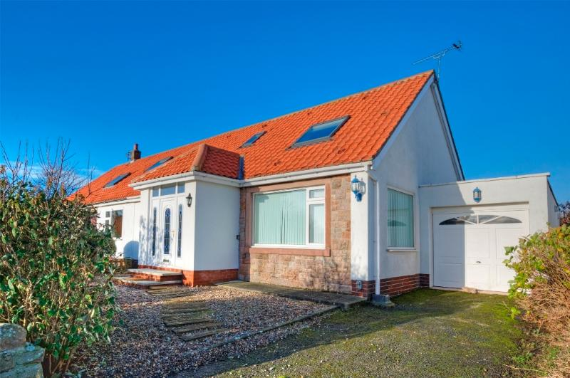 Seashells Cottage, Beadnell Close to the beach