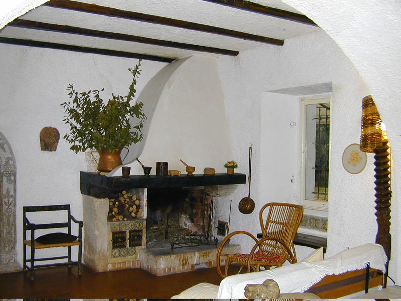 'casa Padronale' - living room and fireplace