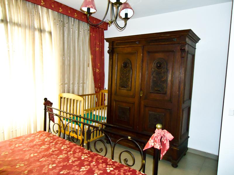 The Red room w/Baby bed