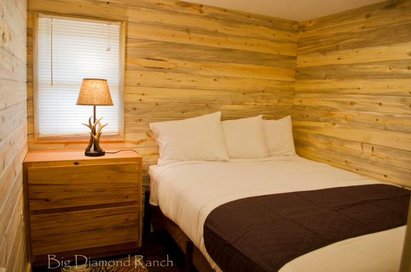 Twee kleine slaapkamers met een queen sized bed. (Extra futon voor het slapen beschikbaar)
