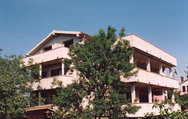 Wohnung im zweiten Stock (Mitte) / Secondo Piano Apartamento
