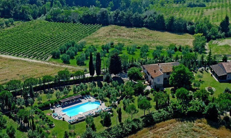 Apartment in Farmhouse ( Lilla 2+2 ) province of Pisa, Volterra, San Gimignano, holiday rental in Volterra