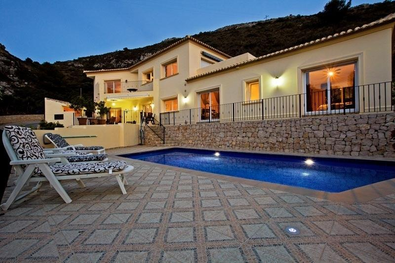 Newly constructed 3 bedroomed villa with private pool.