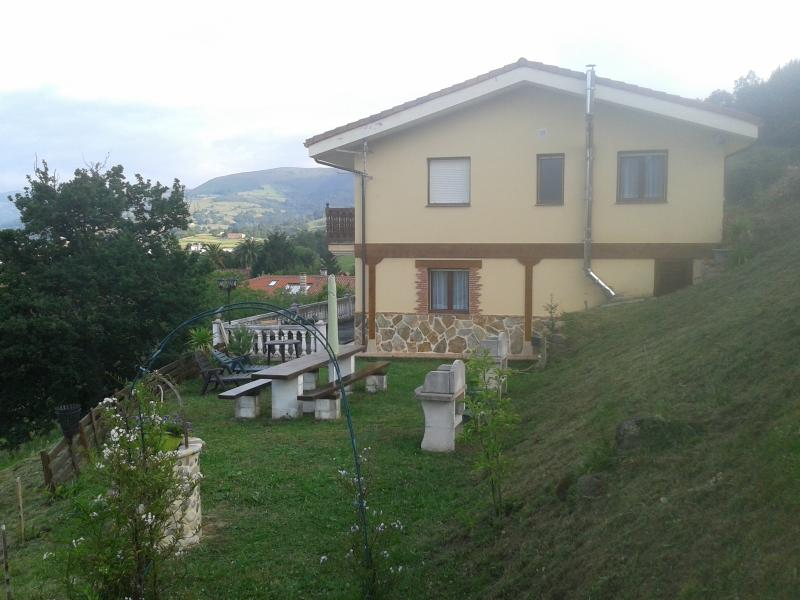 jardin y fachada