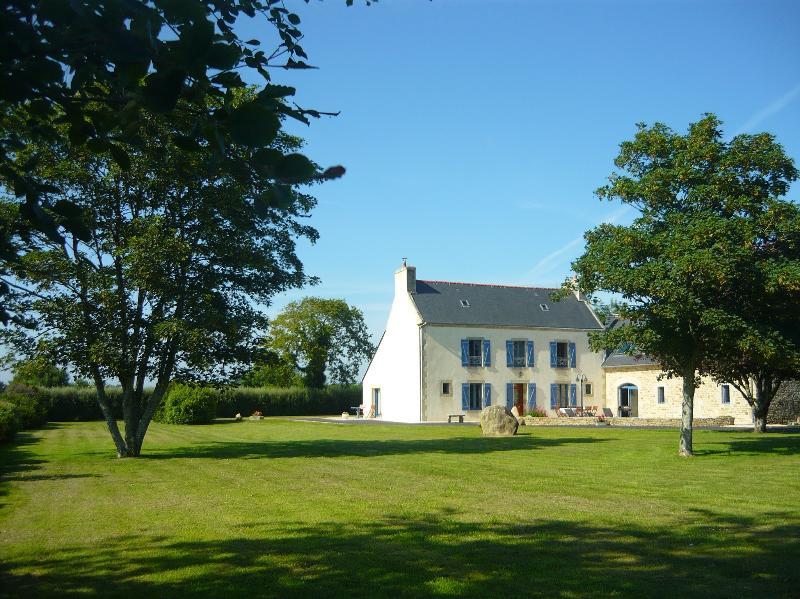Maison indépendante 4* sur jardin clos, au calme, holiday rental in Poullan-sur-Mer