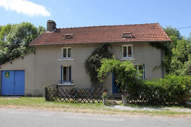La paillote de Francis, vacation rental in Janaillat