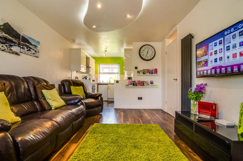Central Belfast Apartment. Prime central location!, vacation rental in Belfast