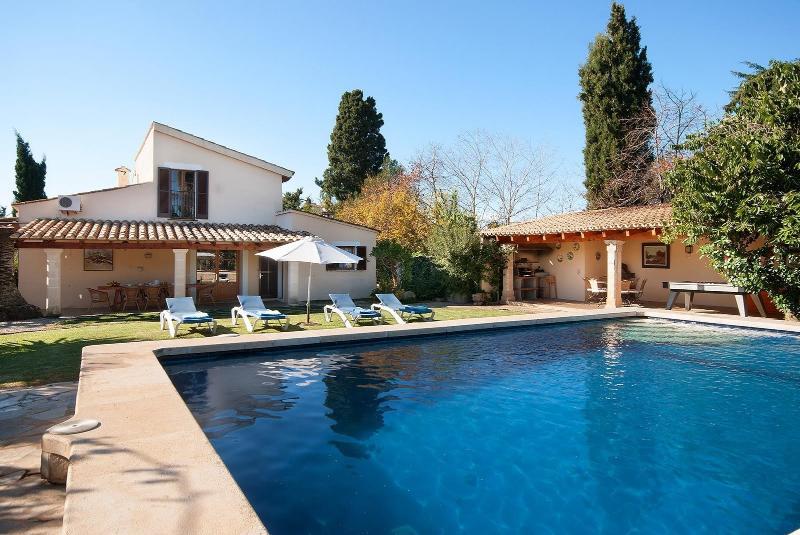 Villa Hort de Can Roig - a 3 bedroom villa with private heated pool in Pollença
