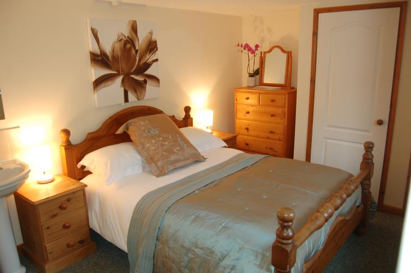 Double bedroom with kingsize bed.