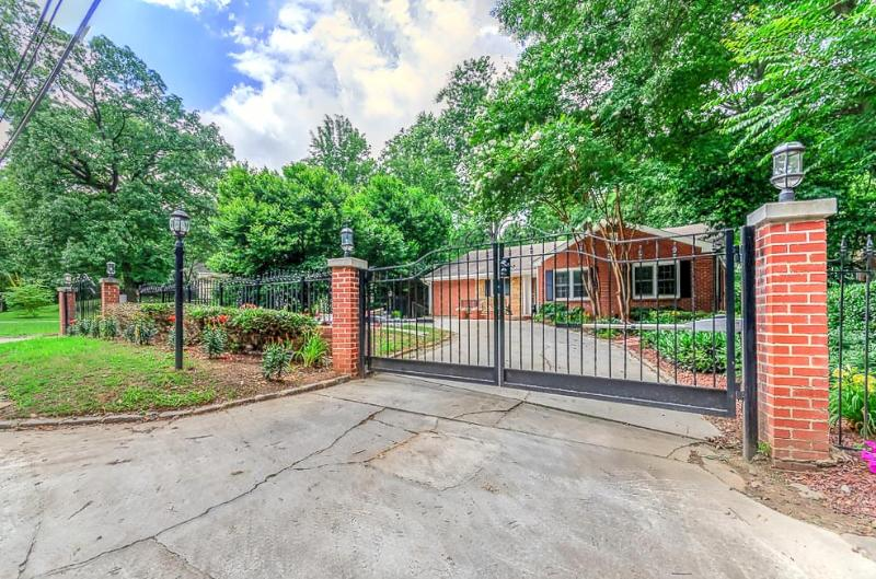 The Estate At Emory,Atlanta 7 BDR, holiday rental in Atlanta
