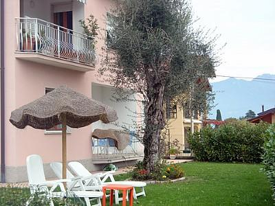 Mezzegra Villa Sleeps 6 with Pool and WiFi - 5228677, Ferienwohnung in Ossuccio