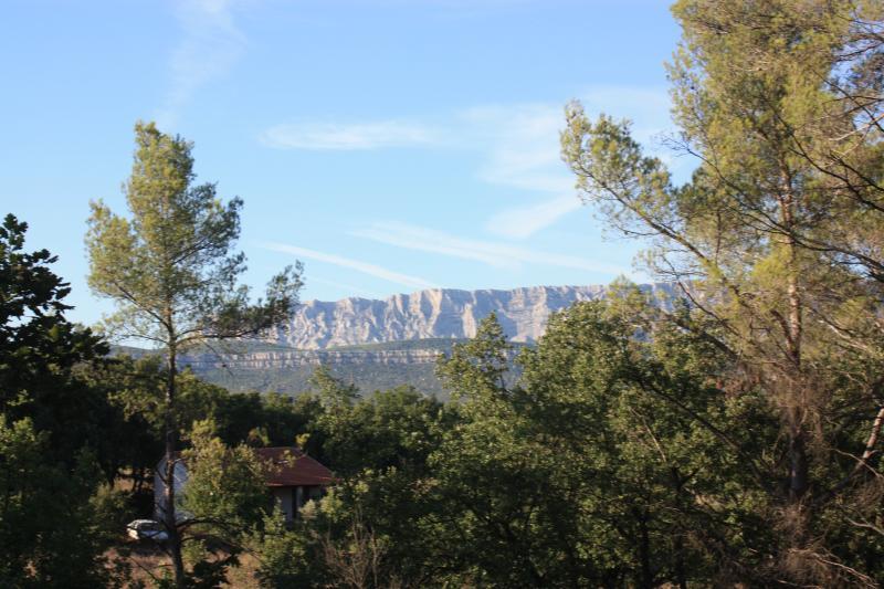 La seconde terrasse de votre suite, une vue exceptionnelle sur la Montagne Sainte Victoire