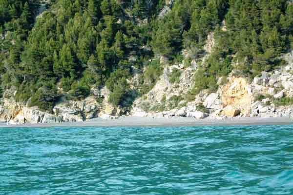 Punta Corvo, la spiaggia di Montemarcello, dal mare
