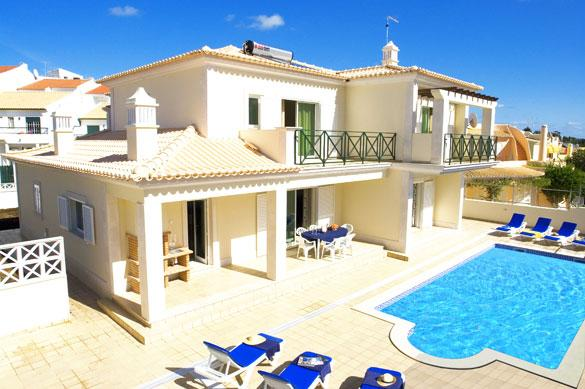 Outstanding Villa, Free Wi-Fi & Air Con 15 minutes to the strip  Heatable  Pool., vacation rental in Albufeira