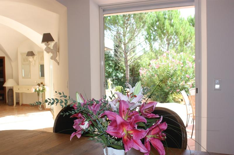 Accès au jardin Sud /access to the gardens and swimming pool