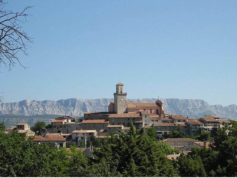 Fuveau, entre village et petite ville / Fuveau between village and little town