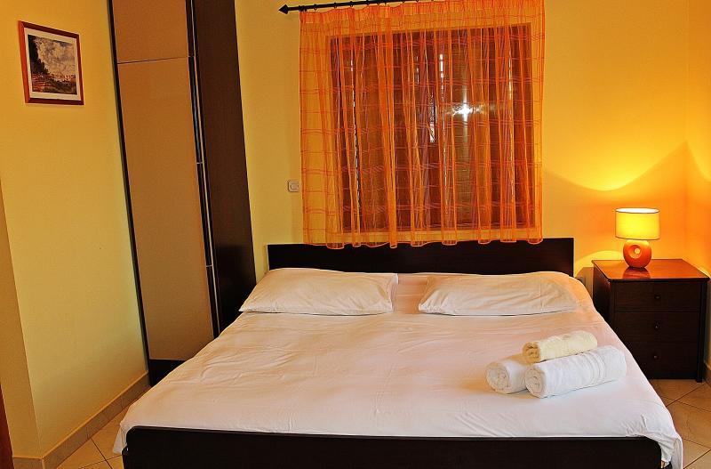 Charming apartment for couples  in Sućuraj, aluguéis de temporada em Sucuraj