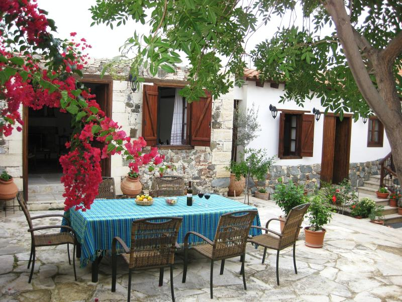 Elaia delightful village house, top reviews, spacious living areas and patios, holiday rental in Kornos
