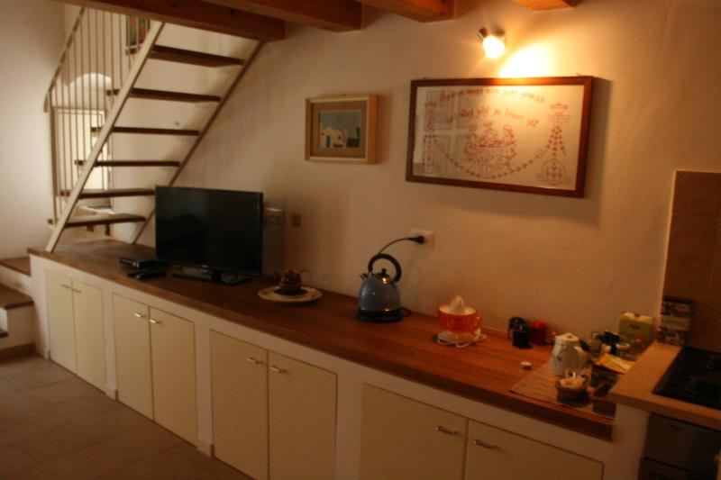 Accesorios de los apartamentos: flat tv, hervidor de agua, exprimidor de limón/naranja
