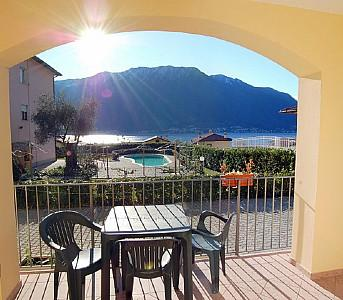 Mezzegra Villa Sleeps 4 with Pool and WiFi - 5228678, Ferienwohnung in Ossuccio