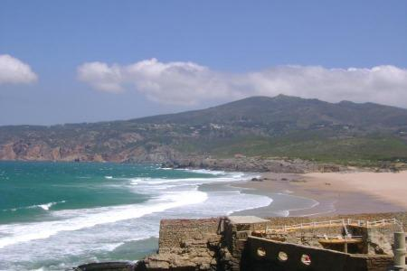 Guincho beaches are 20 min. from Cascais by bike and belong to a Nature Reserve