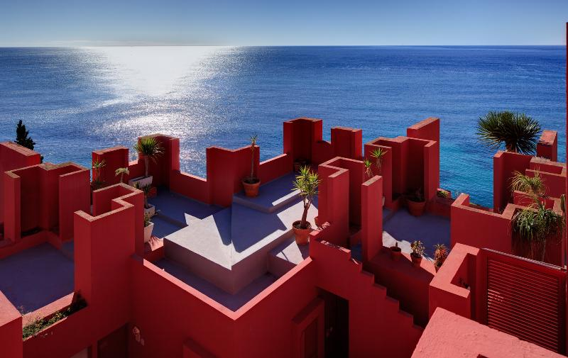 3bdr Seafront Apartment in Calpe, La Muralla Roja, holiday rental in Calpe