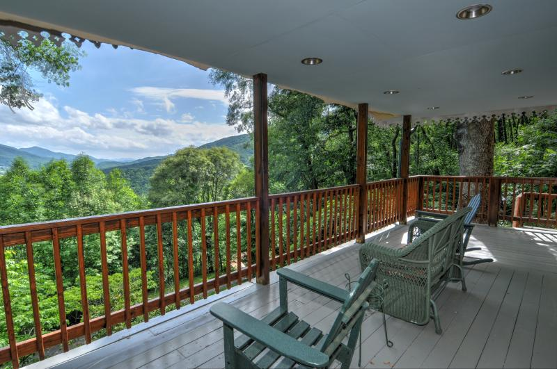 Swiss Cottage-Amazing Views, alquiler de vacaciones en Waynesville
