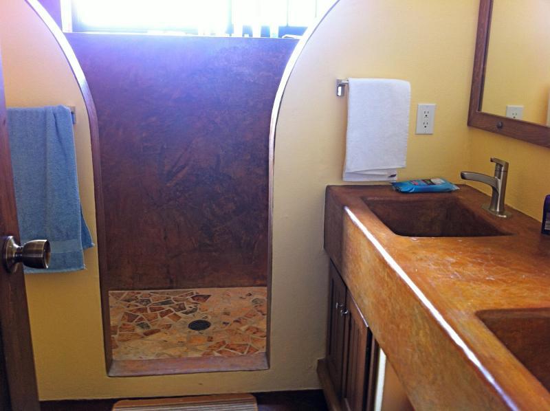 Master badkamer met dubbele wastafel