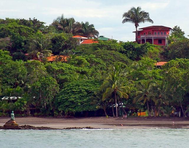 Visa Villa från havet