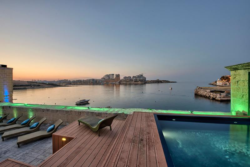 Waterfront Valletta House With Pool, vacation rental in Mqabba