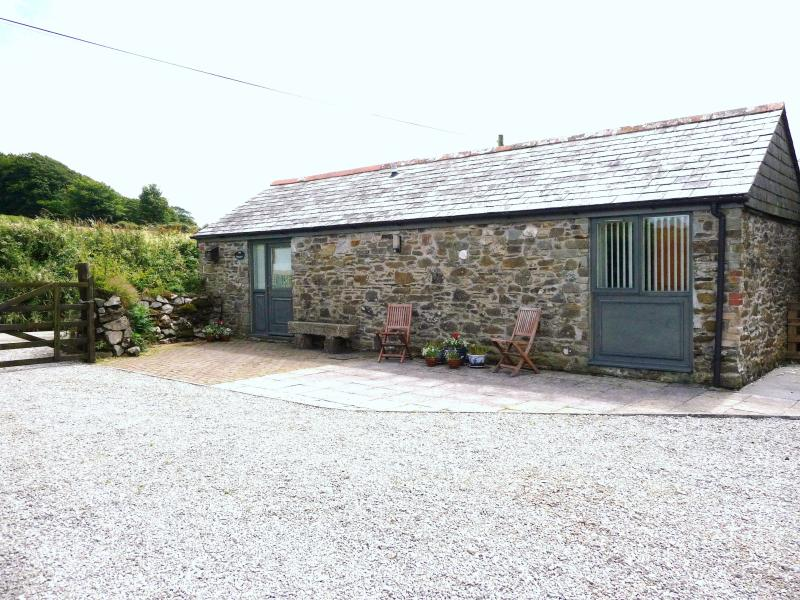 The Shippen, Pitt Barn Cottages, holiday rental in Callington