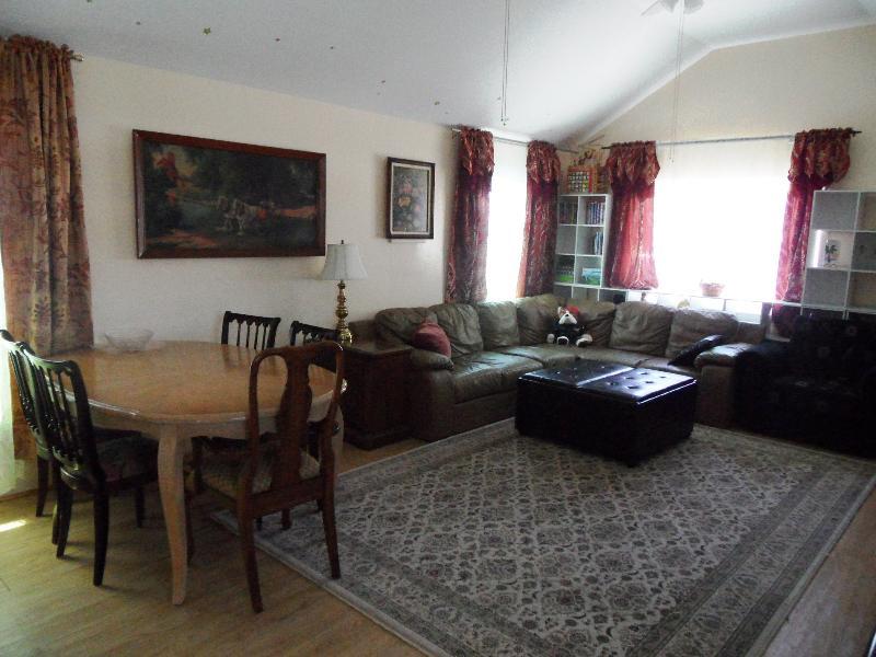 Sala de estar, mesa de comedor