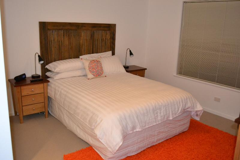 Modern 1, 2 and 3 Bedroom Apartments, vacation rental in Longford