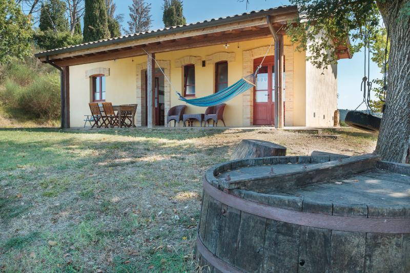 Cottage in a farm in Umbria, holiday rental in Lerchi