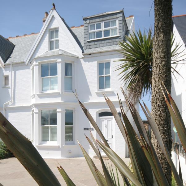 Cliff House - Luxury Holiday Home by the Sea, location de vacances à Padstow